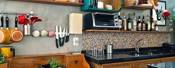 modern kitchen by estúdio 102