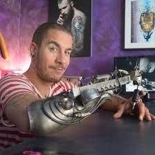 искусство без границ тату мастер без руки сделал первую тату