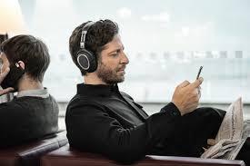bose wireless headphones on person. sennheiser pxc 550 wireless review bose qc35 head shot headphones on person