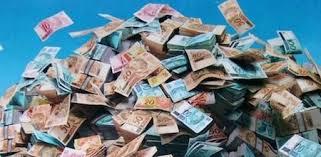 Resultado de imagem para imagens de dinheiro voando