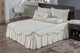 Faça ao menos um dos modelos de cabeceiras de camas box casal criativas, o seu quarto vai agradecer muito. Kit 3 Pcs Colcha Cama Casal Bordado Amelia Creme No Elo7 La Caza Store 14bf672
