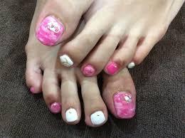白 ピンク ネイル 足