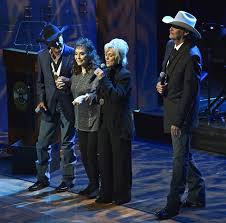 loretta lynn returns after stroke to honor alan jackson the garden island