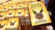 Более 300 тыс. экземпляров <b>книги</b> «<b>Гарри Поттер</b> и проклятое дитя