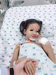 Điều trị thành công bé gái bị bệnh hiếm gặp biến gương mặt thành cứng đơ  như tượng