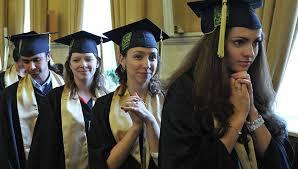 Исследование работающая молодежь высоко оценивает свое  Вручение дипломов с отличием выпускникам МГУ им М В Ломоносова