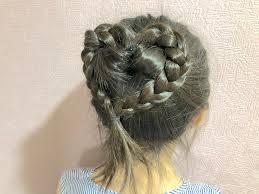 ヘアアレンジプールの日にオススメピンを使わないハートのまとめ髪