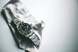 how to polish a watch bracelet crown