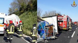 Roma A1 Valmontone incidente autostrada chiusa e 4 feriti