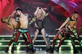 britney spears caught on video lip