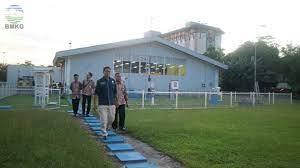 Teknik pengumpulan yang digunakan adalah teknik wawancara, studi dokumentasi, dan observasi. Kunjungan Kerja Deputi Meteorologi Di Upt Wilayah Kalimantan Timur Bmkg