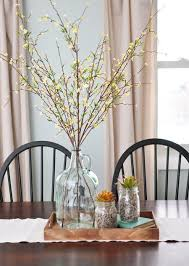 kitchen table centerpiece. a simple, neutral and natural centerpiece. centerpiece for kitchen tablekitchen table
