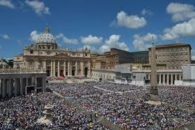 Resultado de imagen para misa domingo vaticano papa alrededor de obeliscos