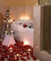 Romantic Rose Petal Bath With Champagne And Strawberries - Candles for bathroom