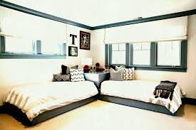 homesfeed guys ideas room twin how to arrange a small bedroom with two beds for boys