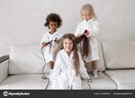 Péče Vlasy Dětí Dětské účesy Dívky Let Aby Navzájem Vlasy Stock