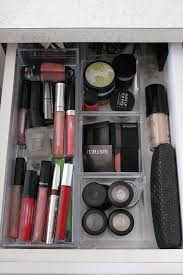 easy ideas for organizing make up and when to get rid of it
