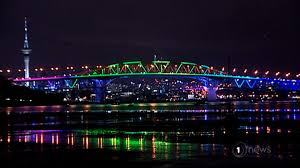 Image Bellevue Botanical Carousell Light Show Brightens Auckland Harbour Bridge