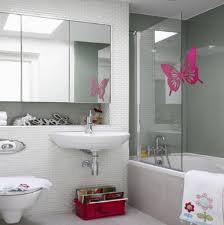 Cute Simple Kids Bathroom Decorating Ideas With White Porcelain ...