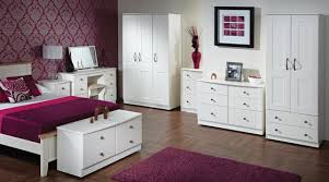 White bedroom furniture: modern furniture that looks suits well