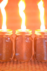 these mason jar citronella candles are really easy and they really keep the bugs away