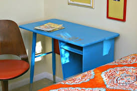 i spray painted the metal desk with rustoleum paint by petticoat junktion 1
