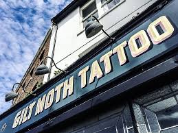 Se Faire Tatouer à Londres Gilt Moth Tattoo Bonjour Darling