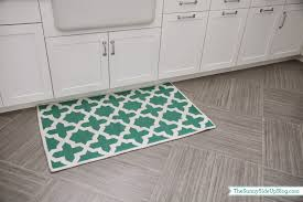 K. LAST laundry room post for a while. Promise. :) Just wanted to share the  first bit of decor in the laundry rooms. Rugs! When my mom was at my house  ...