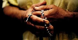 Resultado de imagen para rezando