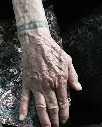 наглядно о том что будет с татуировками в старости 13 фото