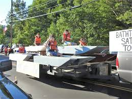 this float advertises the return of the bathtub boat races on saay at 3 p m at toothaker pond