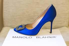 Image result for hình ảnh một chiếc giày chân phải của đàn bà