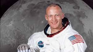 Buzz Aldrin: Beziehung, Vermögen, Größe, Tattoo, Herkunft 2021 - Taddlr