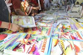 kolkata february 4 pas select drawing books for their kids during the 2011 kolkata