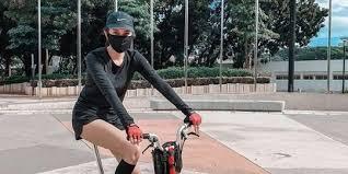 Mainan baru, main bareng yuk, tulis wika salim yang foto: 9 Koleksi Sepeda Mewah Milik Para Artis Harganya Capai Puluhan Juta Rupiah Merdeka Com