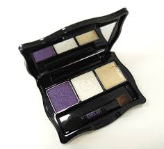 in this chrystal copland the model for anna sui you see above palette the colors are 204 001 and 851 the last 851 is a cream gold eyeshadow that is