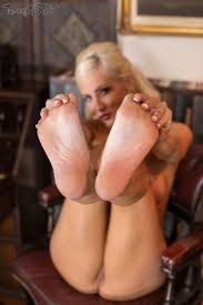 Jennifer Jade Feet to enjoy Jennifer Jade Waters BabesDaily