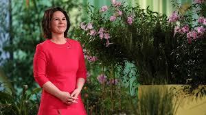 That would mean annalena baerbock would be germany's next chancellor. Grunen Kanzlerkandidatin Annalena Baerbock Zeigt Sich In Debatte Um Ihr Buch Selbstkritisch Zeit Online