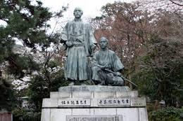 「八坂神社 円山公園内に、坂本龍馬と中岡慎太郎の像」の画像検索結果