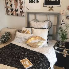 Black + Gold | dormify.com | DORM TOURS | Bedroom, Room, Gold bedroom