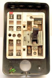 mem way enclosed grey metal fuse box  mem 4 way fusebox cover and fuses removed