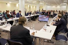 the round table partints were top officials of the russian ministry of industry and trade the main directorate for information policy of the moscow