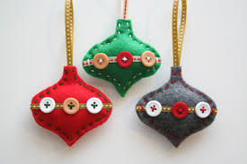 Are you bored with your Christmas tree ornaments? We offer you 20 beautiful felt  Christmas ornaments ideas which you can craft by yourself. Felt is