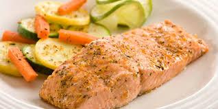 Salmone in padella ricetta facilissima. filetto di salmone al vino