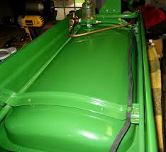 john deere h hood and gas tank ins yesterday s tractors let me begin by pointing you to the john deere model h restoration site url below for loads loads of technical data that