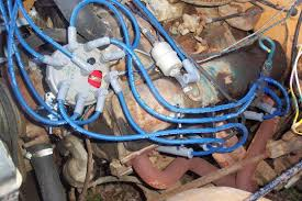 junk yard genius com dual ignition upgrade page here is a shot of the plug wire spider and you ll notice the hole in the distributor cap this is the test cap i use for rotor phasing