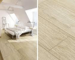 Weiß Und Holz Im Eco Schlafzimmer Im Dachgeschoss Ceramika Paradyz