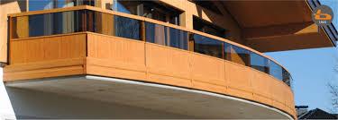 Oft ist ein solcher holzbalkon mit aufwendigen verzierungen und motiven geschmückt, die überwiegend in handarbeit gefertigt werden. Brenter Balkone Alu Holz Glas Und Edelstahlgelander Direkt Ab Werk Sample Articles