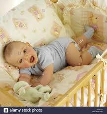 Im Innenbereich Zimmer Schlafzimmer Kind Junge Baby 0 5 Crawler
