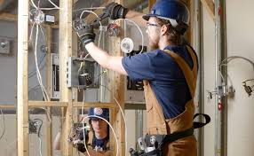 Construction Electrician Whats It Like To Become An Electrician Apprentice